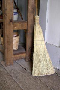 brooms-214717_640